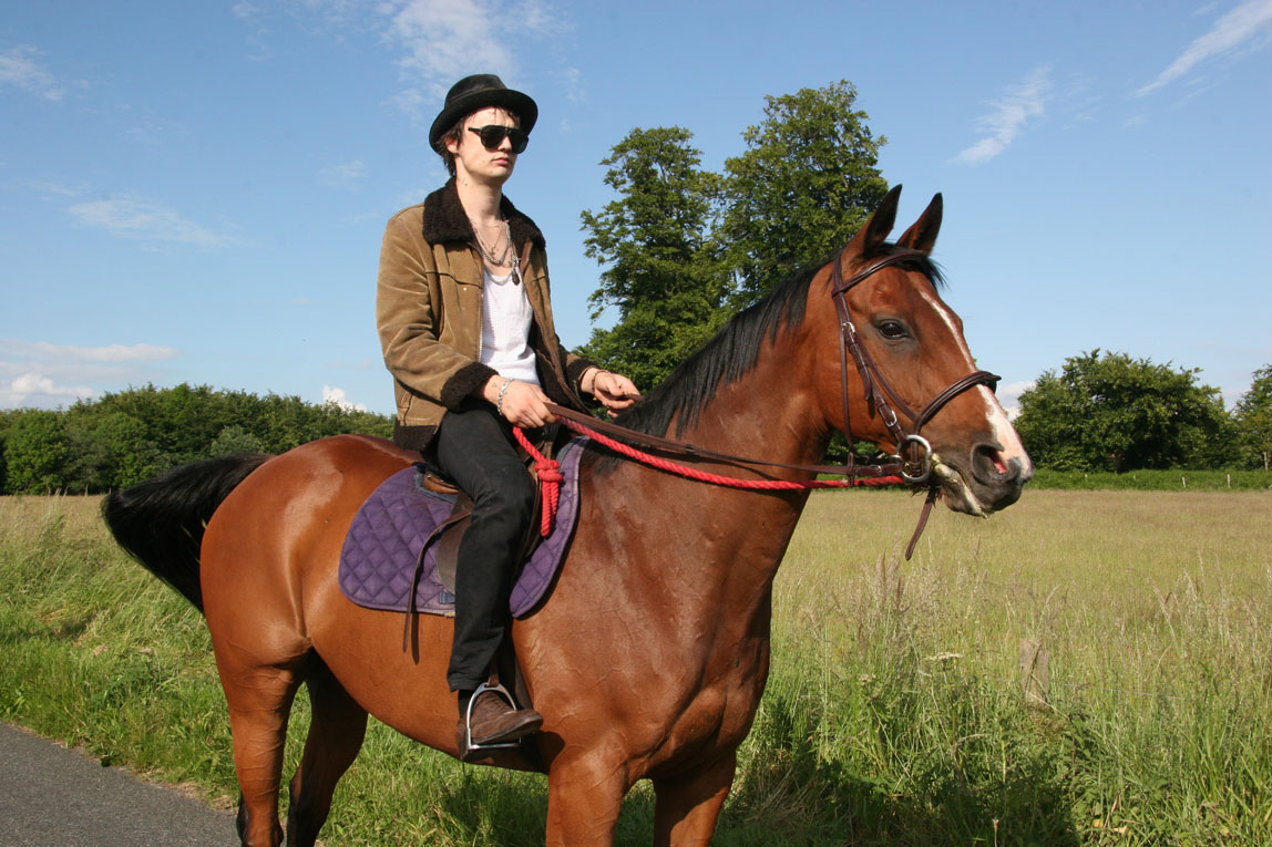 A Day at Pete Doherty's House / Wiltshire / on the horse